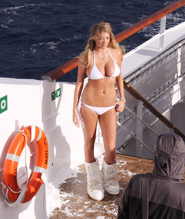 EXCLUSIVE: **NO USA TV AND NO USA WEB** Kate Upton helps heats up Antarctica photo shoot in bikini
