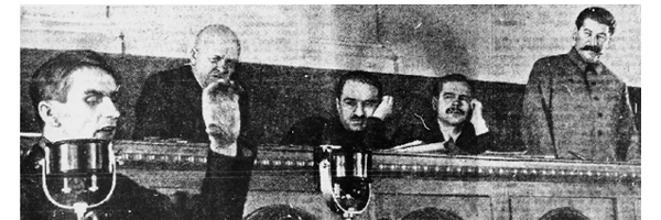Lysenko da un discurso en el Kremlin ante la mirada de Stalin