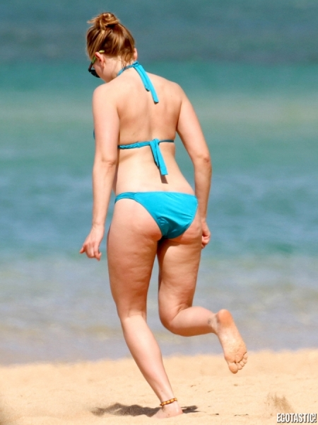 scarlett-johansson-blue-bikini-07-675x900
