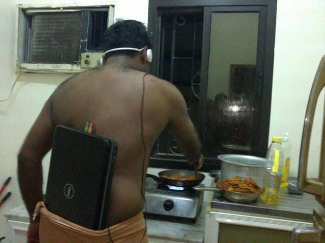 cocinando con auriculares