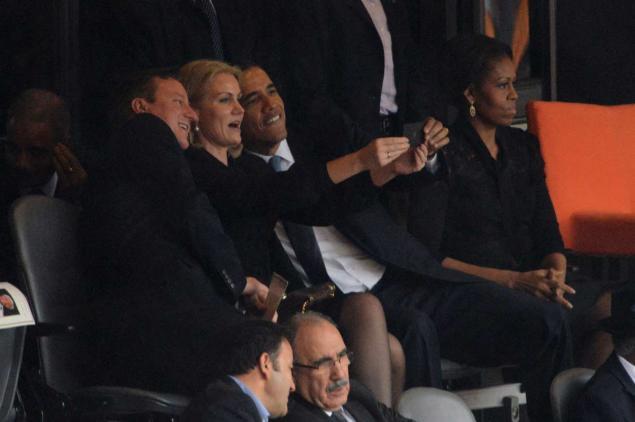 gal-obama-selfie-1210