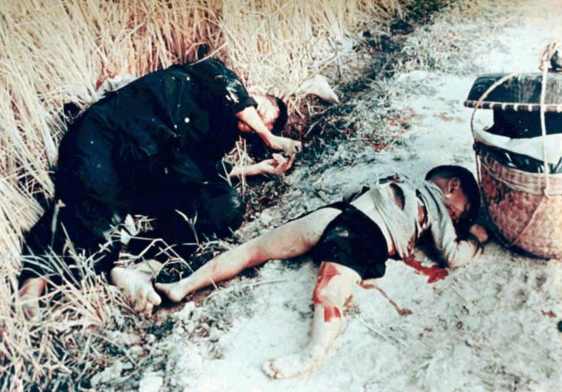 hist_us_20_war_viet_pic_mylai_dead_man_child - VIETNAM DEAD My Lai massacre